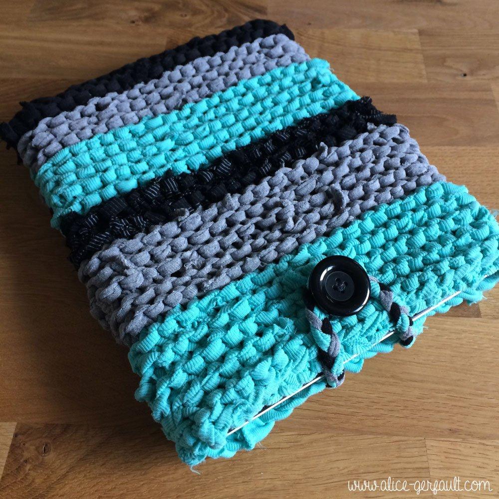 Housse pour ipad tricot e au trapilho alice gerfault for Housse bouillotte tricot