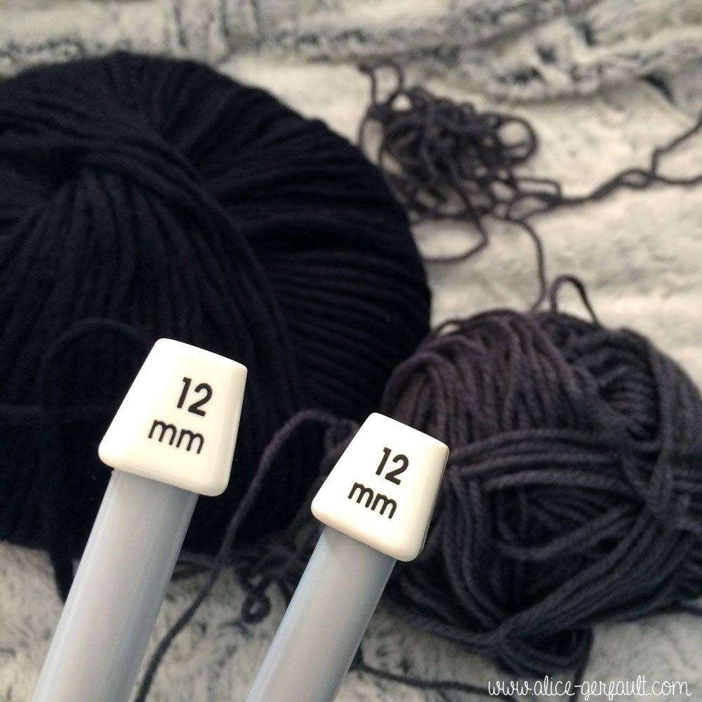 Aiguilles pour housse de coussin au tricot par Alice Gerfault