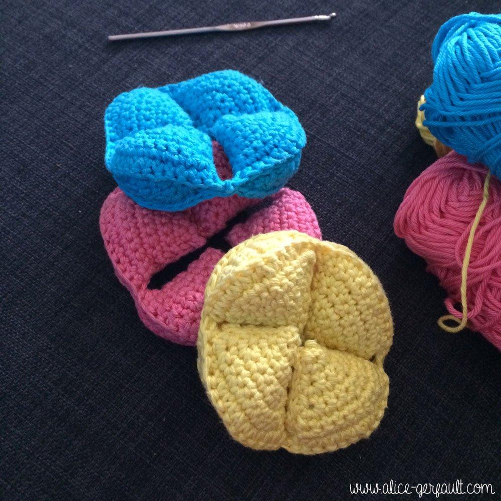 Les 3 morceaux de la balle puzzle au crochet, DIY par Alice Gerfault