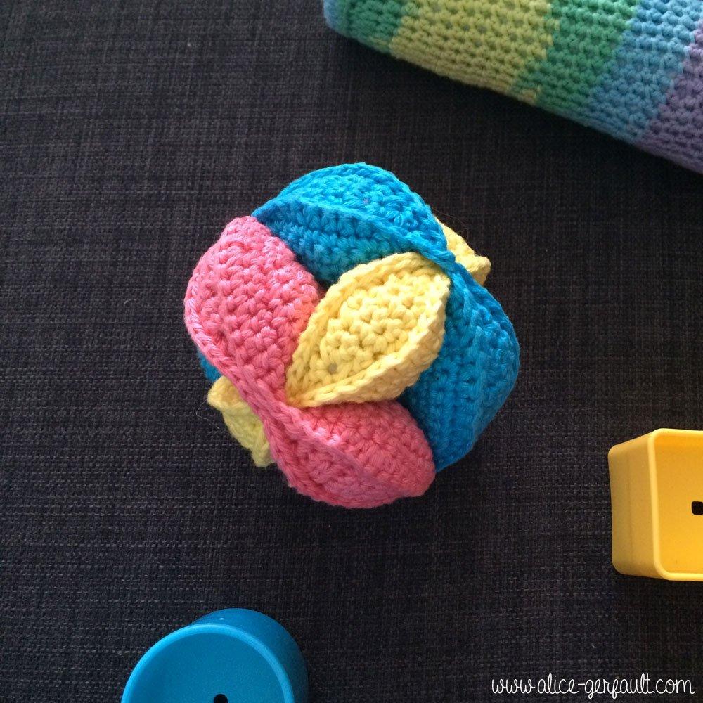 Balle puzzle, jouet pour bébé au crochet, DIY par Alice Gerfault