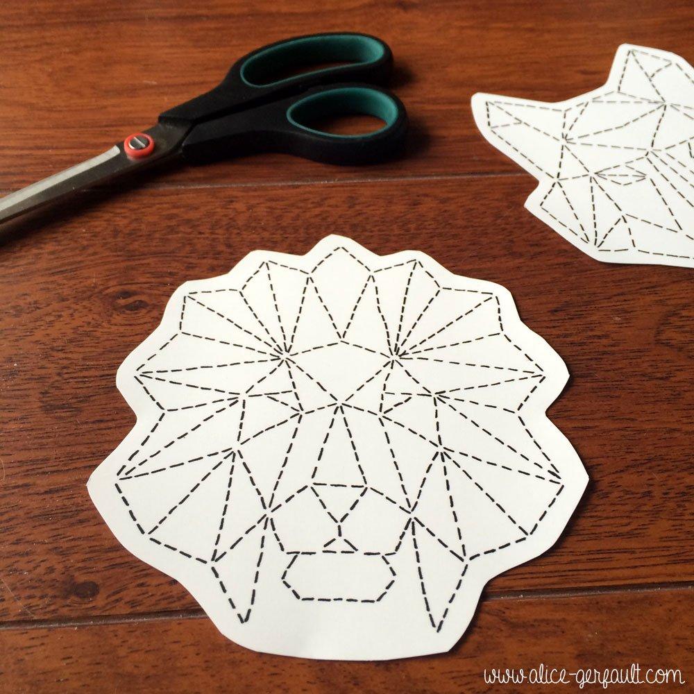 Papier transfert textile pour customiser un t-shirt avec un animal géométrique brodé, DIY par Alice Gerfault