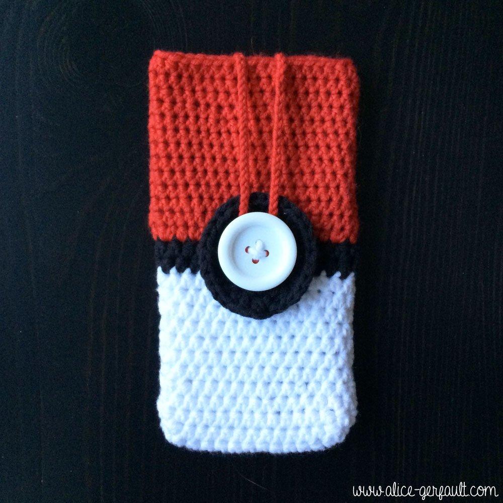 Housse de téléphone inspirée Pokeball, crochet par Alice Gerfault