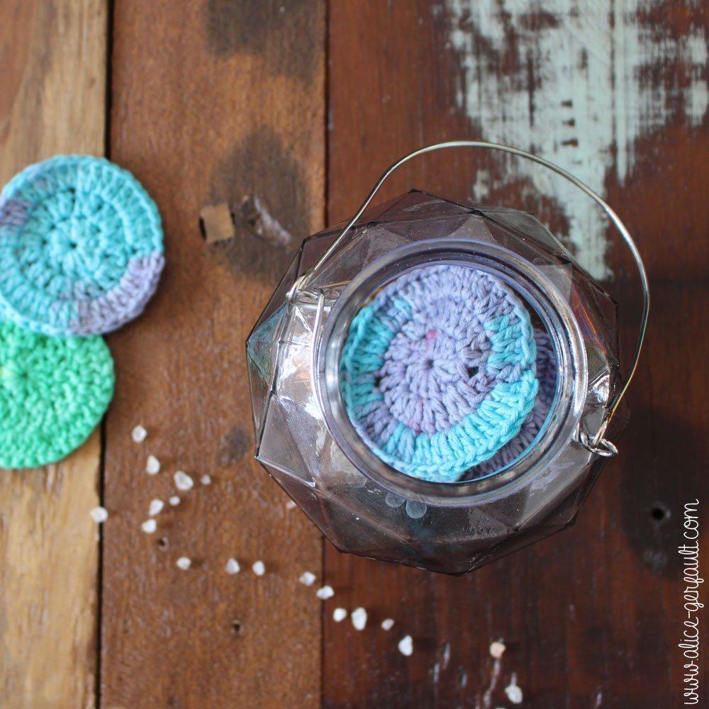 Fleur de douche au crochet, DIY par Alice Gerfault
