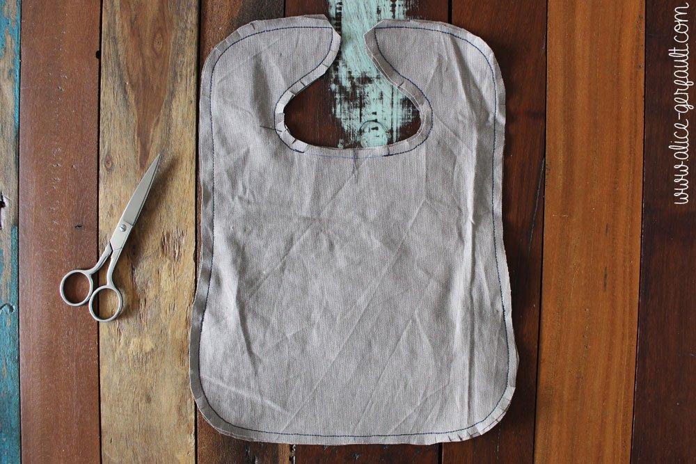 Bavoir kawaii avec poche récupératrice, DIY par Alice Gerfault