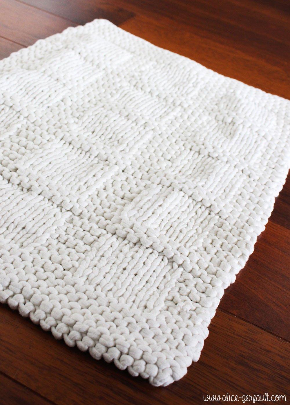 tapis de bain tricot avec du trapilho diy par alice gerfault. Black Bedroom Furniture Sets. Home Design Ideas