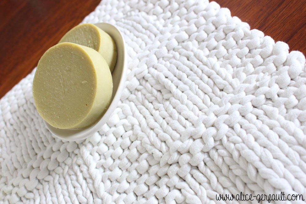 Tapis de bain au tricot, DIY par Alice Gerfault
