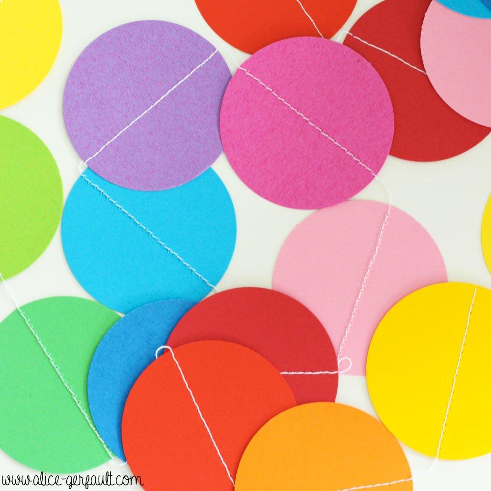 uirlandes de papier cousu pour anniversaire arc-en-ciel, DIY par Alice Gerfault