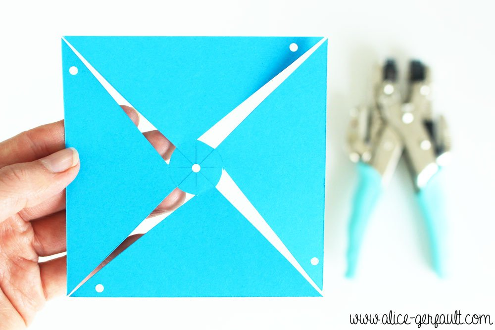 Moulins à vent décoratifs en papier, DIY par Alice Gerfault