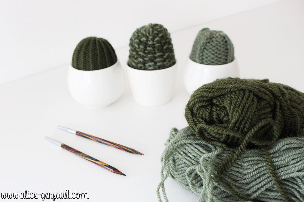 Mini cactus au tricot, un pique-épingle déco, DIY par Alice Gerfault