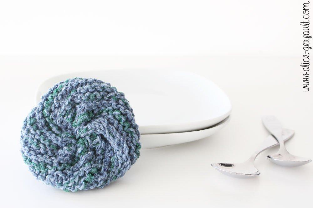 Tawashi spécial vaisselle au tricot, DIY par Alice Gerfault