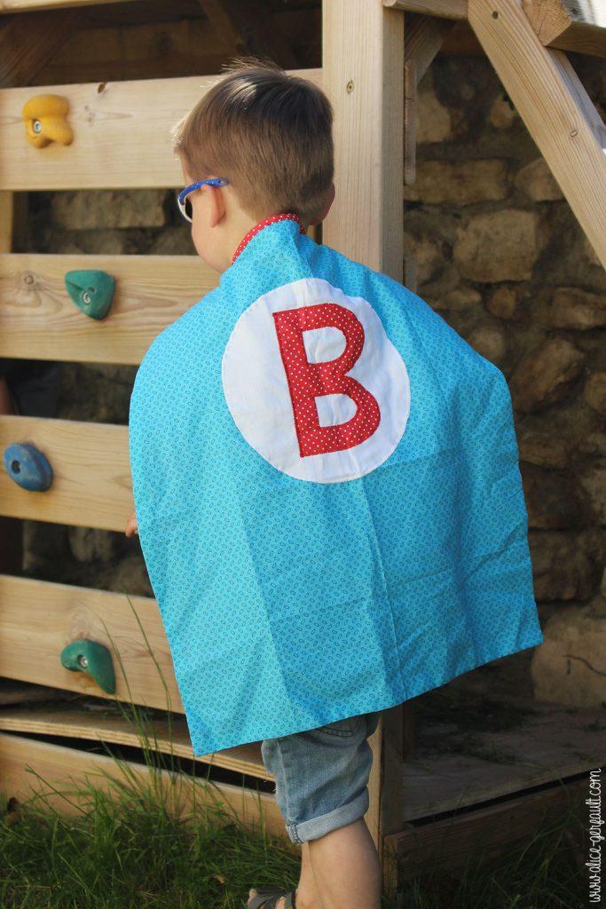 Cape de super-héros pour enfant, couture par Alice Gerfault