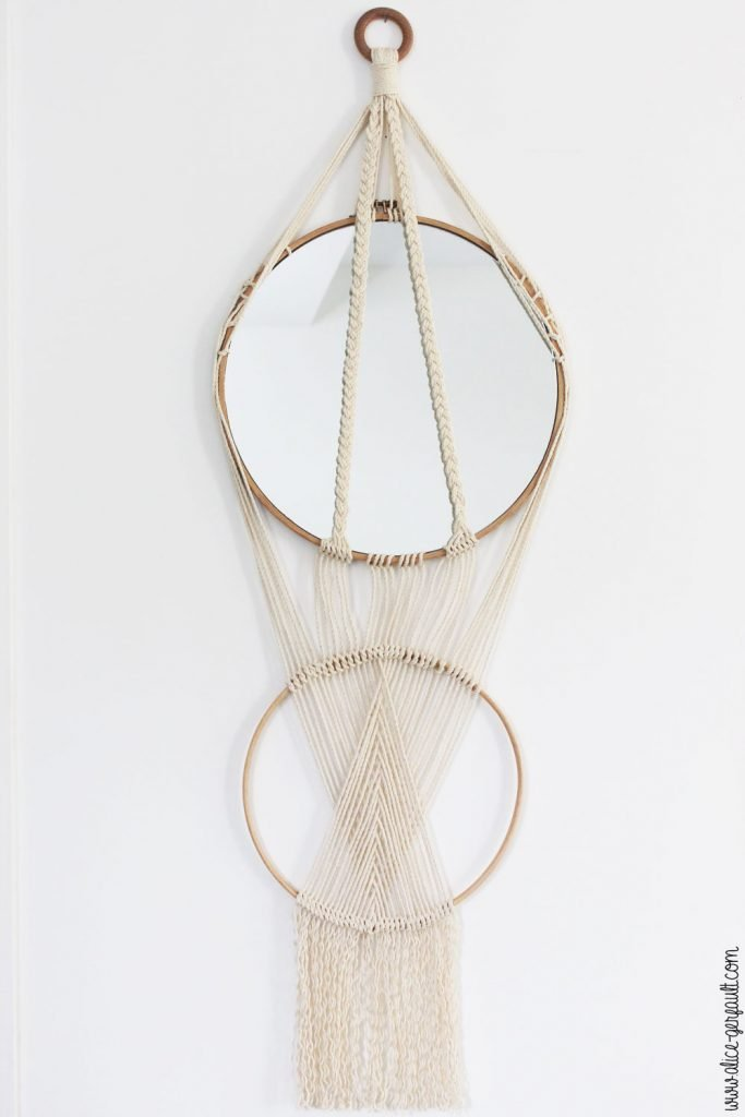 Miroir macramé sur double cercles en bois, DIY par Alice Gerfault