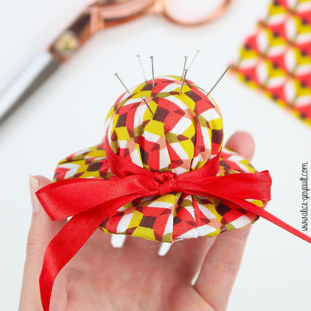 Tuto Chapeau Pique-épingle pour cadeau de fête des mères, DIY par Alice Gerfault