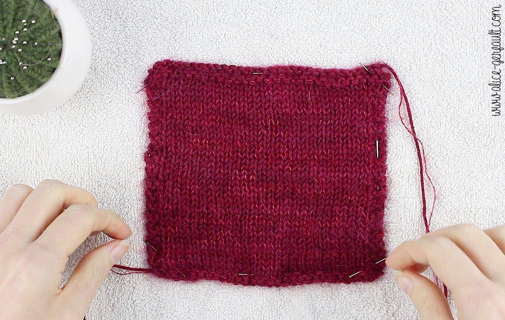 Bloquer son échantillon - Je tricote mon premier pull avec Alice Gerfault